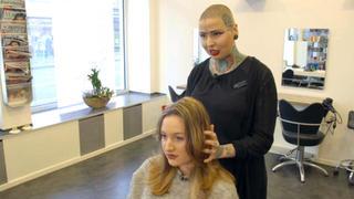 Blondexpertin Hatice eilt nach Berlin bei TVNOW