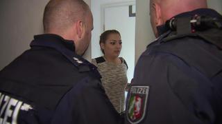 Mysteriöser Unbekannter flüchtet vor der Polizei | Schwangere Frau von Rolltreppe gestoßen bei TV NOW