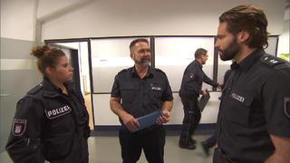 Schlafwandler Roland redet wirr. Steht er unter Drogen? bei TV NOW