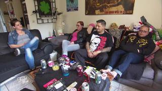 Stephanie und James sind zugebaut mit Trödel bei TV NOW