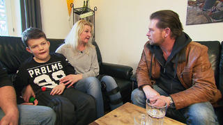 Familie Huber braucht ein behindertengerechtes Auto bei TV NOW