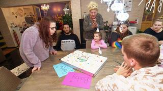 Eine Babyparty für Calantha bei TV NOW