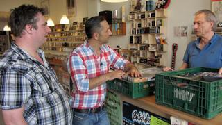 Mauro hilft Markus, seine Sammlung zu verkaufen. bei TV NOW