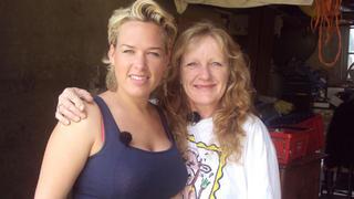 Ute und ihre Tochter machen ihren Trödel zu Bargeld. bei TV NOW