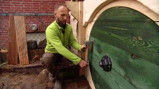 Erik will für seinen Sohn Theo eine Hobbit-Höhle bauen