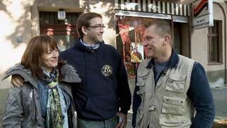 Otto hilft Angela, sich von ihrer Sammlung zu trennen. bei TV NOW