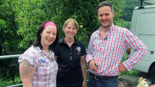 Andreas hilft Tanja und Eva beim Verkauf der Firma