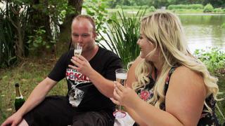 Vanessa erwartet einen Heiratsantrag von Freund Alex bei TV NOW