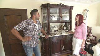 Sandra kümmert sich um ihren schwerkranken Vater. bei TV NOW