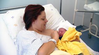 Jenny freut sich über die Geburt ihres fünften Kindes bei TVNOW