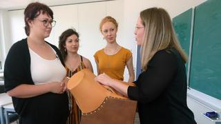 Die Hebammenschülerinnen Jule, Vivienne und Helene bei TVNOW