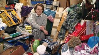 In Karins Wohnung herrscht das reinste Chaos