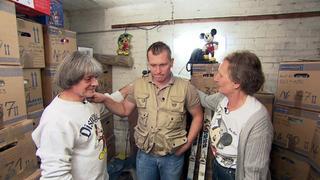Sükrü geht in einem Messie-Haus auf Schatzsuche bei TVNOW