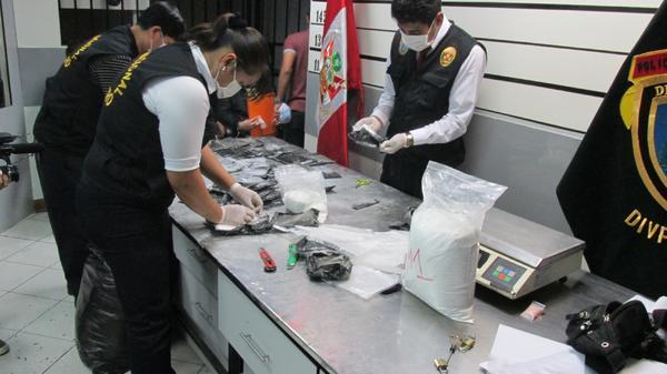 Drehkreuz des Drogenschmuggels - Flughafen Peru (11)