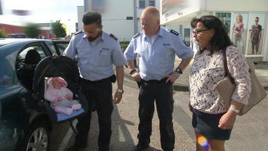 Verdachtsfälle Spezial - Baby Im Auto Sorgt Für Polizeieinsatz