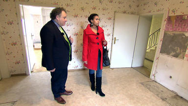 Mieten Kaufen Wohnen - Penible Kundin Kontrolliert Makler