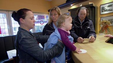 Verdachtsfälle - Mutter Fragt Sich, Wer Ihr Baby Als Pfand In Kneipe Hinterlassen Hat