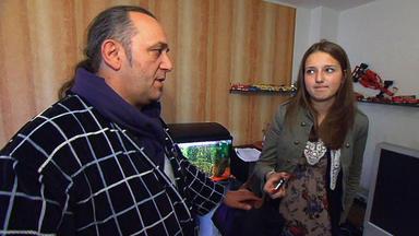 Familien Im Brennpunkt - Höfliche Büroangestellte Gerät An Fiese Typen