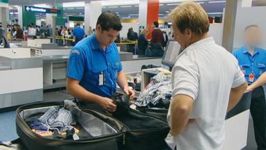 Achtung, Zoll! Willkommen In Australien - In Der Luftfracht Wird Ein Verdächtiges Paket Entdeckt