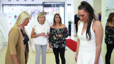Meine Geschichte - Mein Leben - Braut Lässt Sich Von Freundin Schikanieren