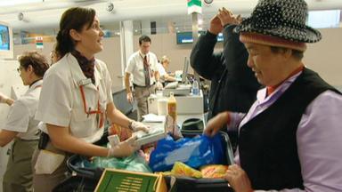 Achtung, Zoll! Willkommen In Australien - Die Beamten Befragen Einen Deutschen Passagier