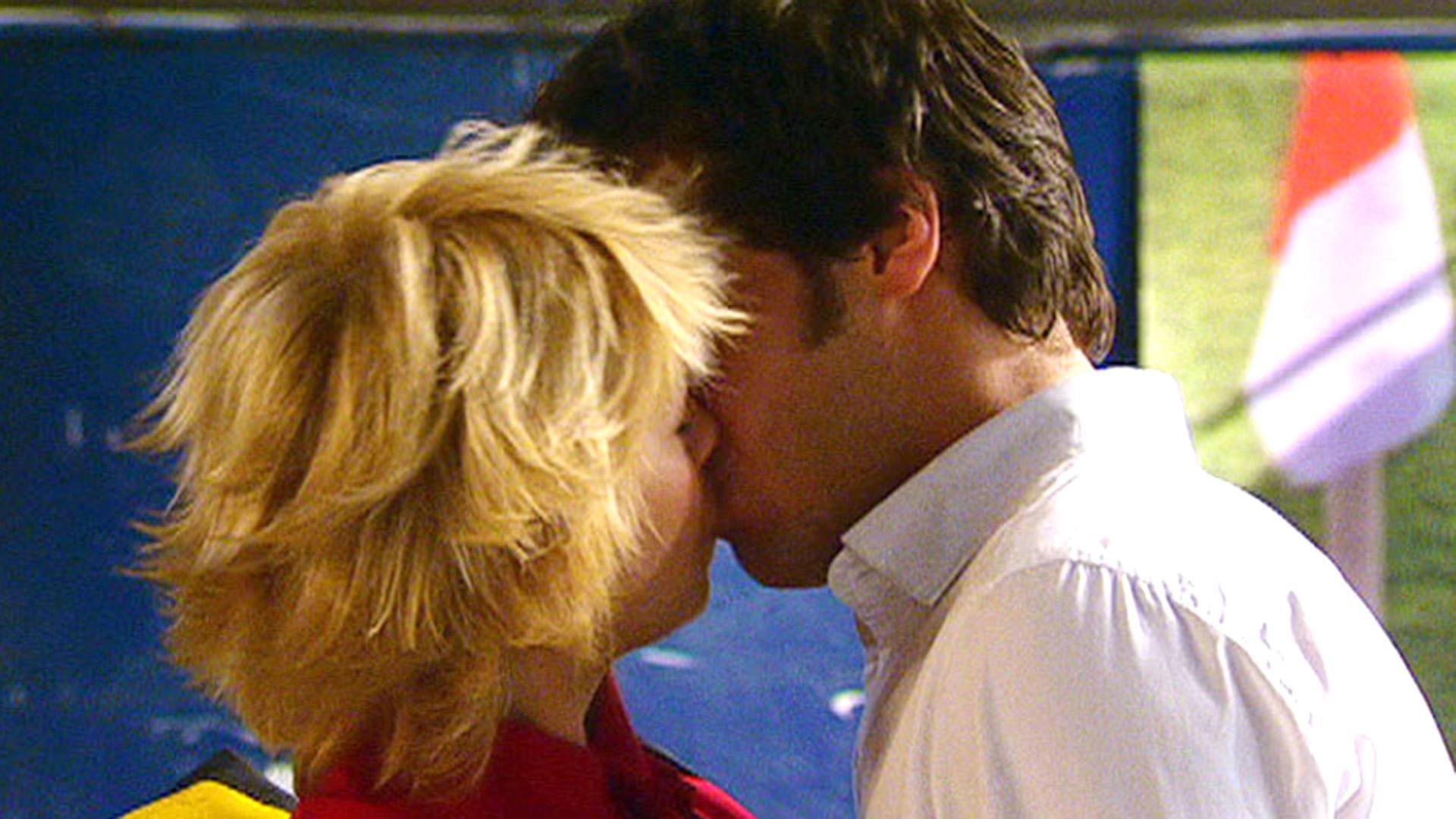 Verliebt sich Julian in Diana? | Folge 18