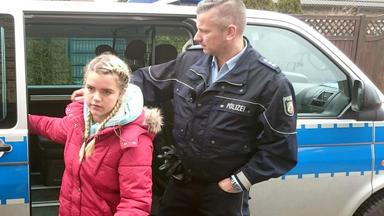 Die Straßencops - Jugend Im Visier - 15-jähriger Droht Schule In Die Luft Zu Sprengen - 28-jährige Randaliert Wegen Verpfuschter Brust-op