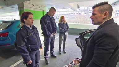 Die Straßencops - Jugend Im Visier - In Einem Verschlossenen Auto Befindet Sich Ein Baby.