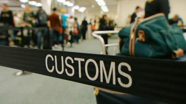 Achtung, Zoll! Willkommen In Australien - Nervöse Passagierin