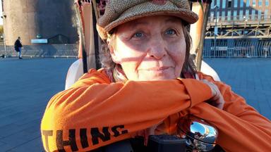 Ohne Filter - So Sieht Mein Leben Aus! - Hh Hafen In Frauenhand