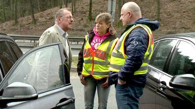 Schneller Als Die Polizei Erlaubt - Fußgänger Auf Der Autobahn