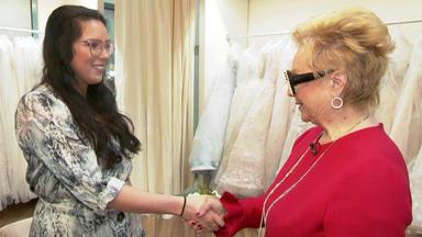 Zwischen Tüll Und Tränen - Traditionelles Brautkleid Mit Extras Gesucht