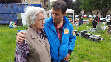 Der Trödeltrupp - Rentnerin Rosa Ist überfordert Und Ruft Marco Zu Hilfe