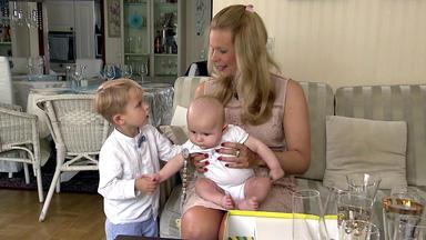 Hurra - Unser Neues Baby Ist Da! - Söhnchen Johan Lernt Bei Der Taufe Seine Paten Kennen