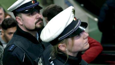 Mensch Polizist - Mein Leben In Uniform - Im Einsatz - Der Ganz Normale Wahnsinn