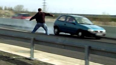 Schneller Als Die Polizei Erlaubt - Unfallchaos Nach Fahrerflucht