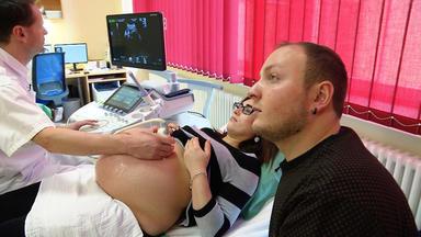 Die Babystation - Jeden Tag Ein Kleines Wunder - Im Klinikum Chemnitz Erwarten Christin Und Rico Zwillinge