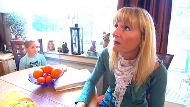 Familien Im Brennpunkt - Mutter Findet 8.000 Euro Bei Kindergartenkind