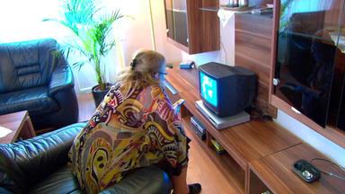 Familien Im Brennpunkt - Fernsehsüchtige 58-jährige Nistet Sich Bei Tochter Ein