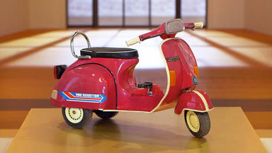 Die Superhändler - 4 Räume, 1 Deal - Vespa Mini Scooter \/ Bronzefigur \/ Stehlampe Multi X \/ Gewürzschrank