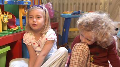 Familien Im Brennpunkt - Kleine Kinder Irren Im Schlafanzug Durch Die Nacht