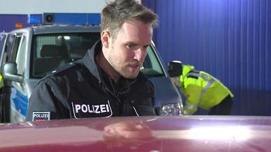 Bitte Folgen! Die Verkehrspolizei Im Einsatz - Heute U.a.: Notfall An Der Tankstelle