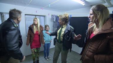 Die Straßencops - Jugend Im Visier - Nachbarn Klauen Wäsche - Jungs Prügeln Sich In Tiefgarage