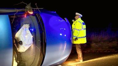 A1: Highway Patrol - Ein Fahrzeug Ist Umgestürzt