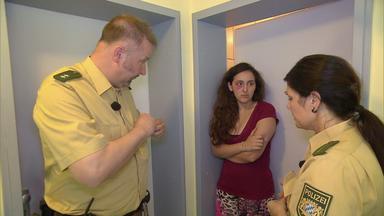 Die Straßencops - Jugend Im Visier - Baby Wird Entführt\/übernachtungsgäste Entpuppen Sich Als Vergewaltiger