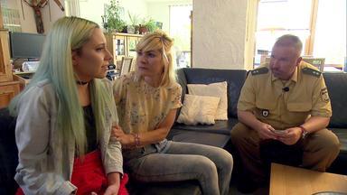 Die Straßencops - Jugend Im Visier - Fahrschülerin Rastet Aus - Junge Mutter Wird Opfer Von Trickbetrug