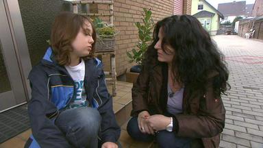 Familien Im Brennpunkt - Anhänglicher Sohn Nervt Seine Mutter