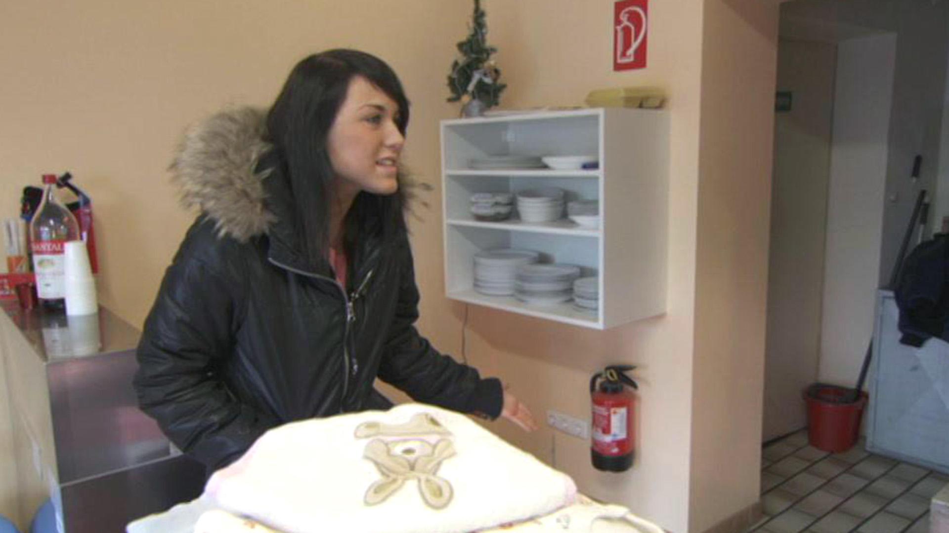 Mutter wirft schwangere Teenietochter aus dem Haus | Folge 122