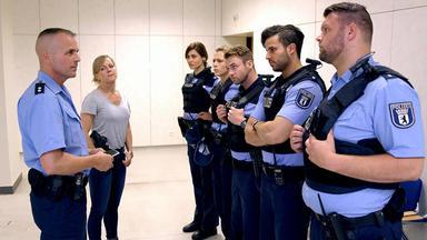 Sterne Von Berlin - Die Jungen Polizisten - Der Beißer