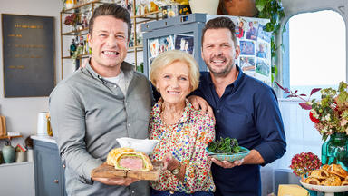 Jamie And Jimmy's Food Fight Club - Beef Wellington Mit Mary Berry
